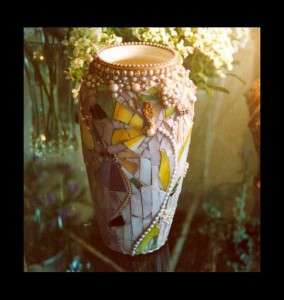 mosaic-vase-with-pearls