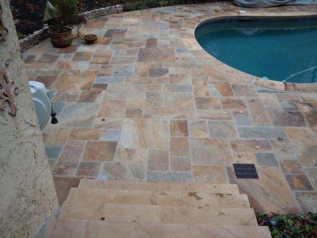 Natural-cleft-pattern-flooring-pool-deck-sawed-steps-and-radius-bullnose-coping