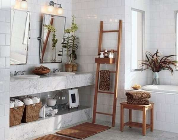 white-bathroom-towel-